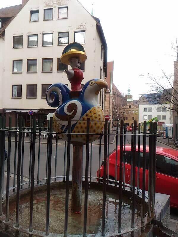 Norimberga: fontana davanti al Museo del giocattolo