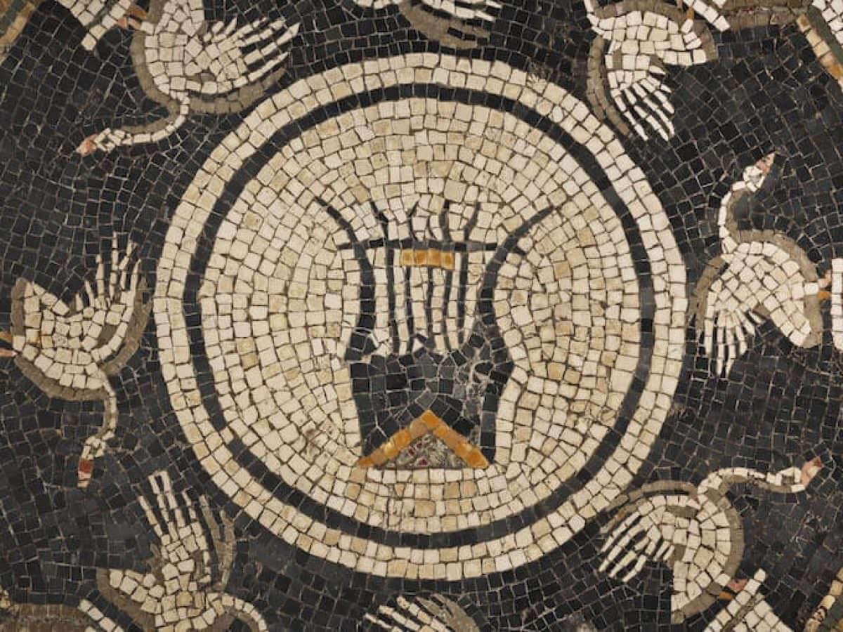Piacenza, mosaico con cigni e lira