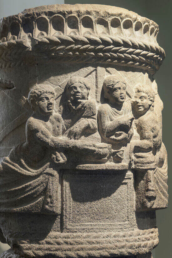 Urna funeraria con scena di banchetto, Aquileia