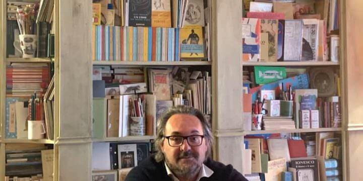 Luigi Mascheroni tra i suoi libri