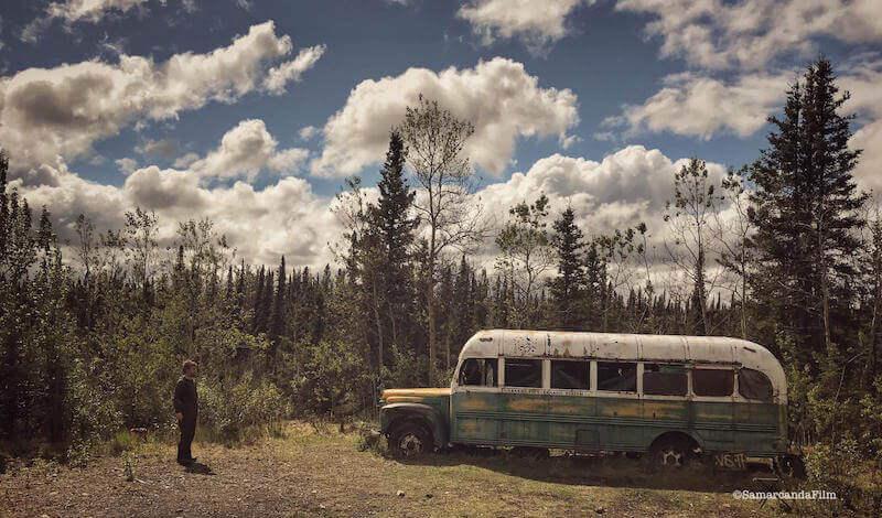 """Paolo Cognetti davanti al Magic Bus: sopralluogo del docu-film """"Paolo Cognetti. Sogni di Grande Nord"""""""