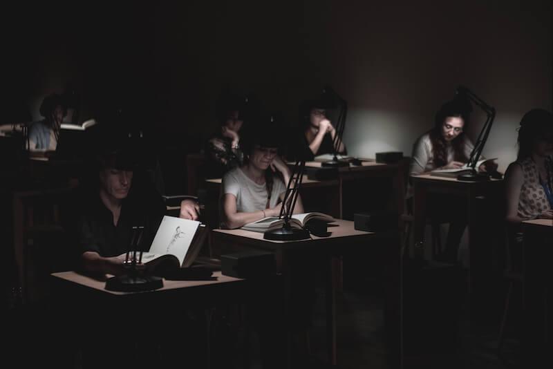 """Un'immagine dello spettacolo """"Book is a Book is a Book"""" di Trickster-p (foto di Giulia Lenzi)"""