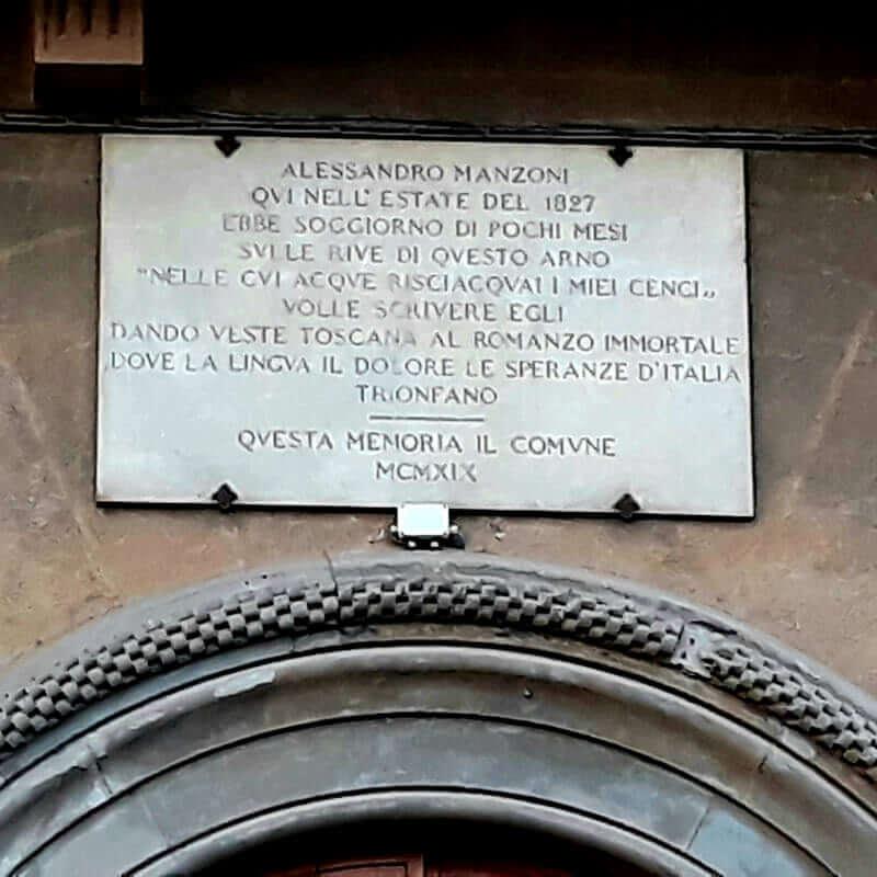 Targa commemorativa del soggiorno a Firenze di Alessandro Manzoni, sul Lungarno