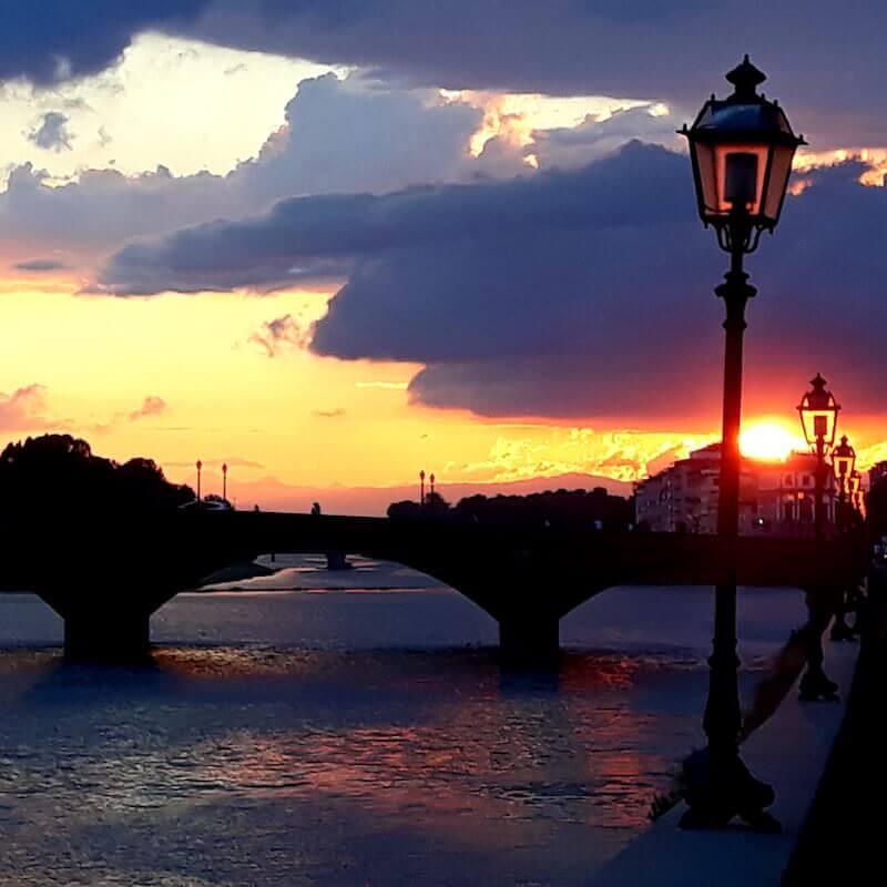 Tramonto al ponte di Santa Trinita a Firenze