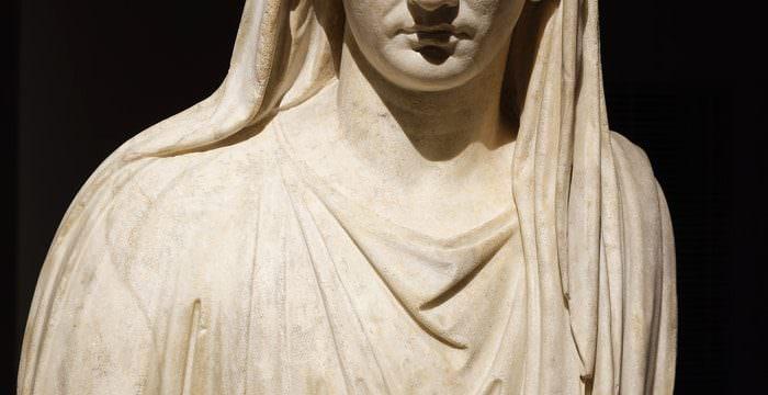 """Statua di Augusto. Mostra """"L'Empereur romain, un mortel parmi les dieux"""" al Musée de la Romanité di Nîmes - Foto: © Stéphane Ramillon"""