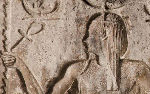 Particolare del rilievo templare con il dio Heh. Epoca Tolemaica (332-31 a.C.). Bologna, Museo Civico Archeologico. Dono di Giampietro e Bianca Puppi