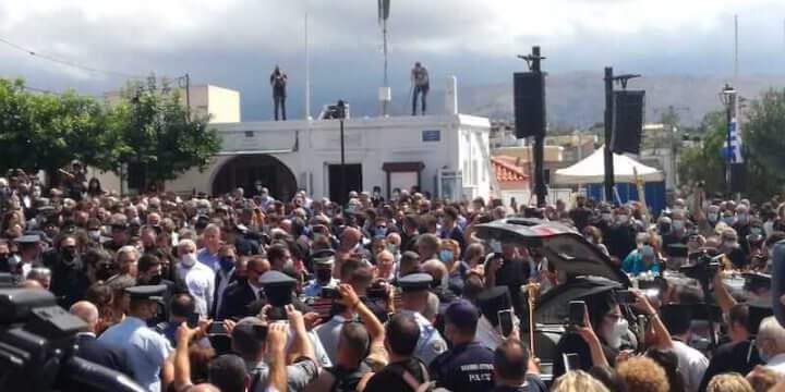 La folla al funerale di Mikis Theodorakis