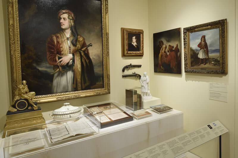 """L'angolo dedicato a Lord Byron nella mostra """"1821. Prima e dopo"""" al Museo Benaki di Atene"""